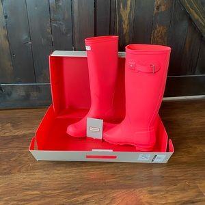 NWT Original Hunter Boots - Woman's size 7 US
